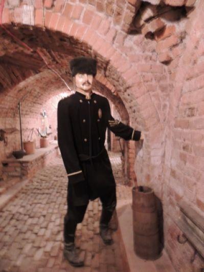 Так выглядели первые смотрители в тюремном замке.