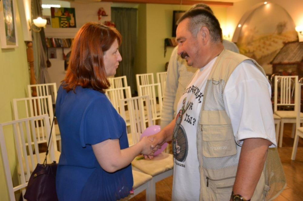 Гостей радушно встречал директор музея.