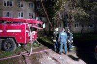 Пожар повредил несколько квартир в подъезде.