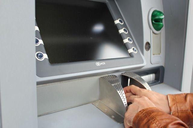 ВВолгограде двое правонарушителей выпотрошили банкомат