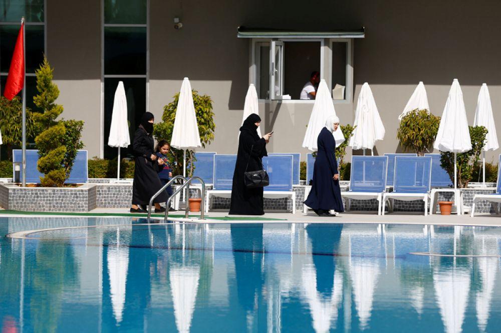 У бассейнов для женщин дежурят только женщины-охранники, персонал спа-салонов – тоже женщины.