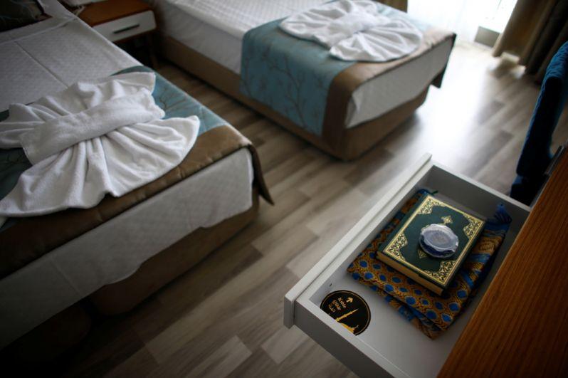 Коран в номере одного из отелей.