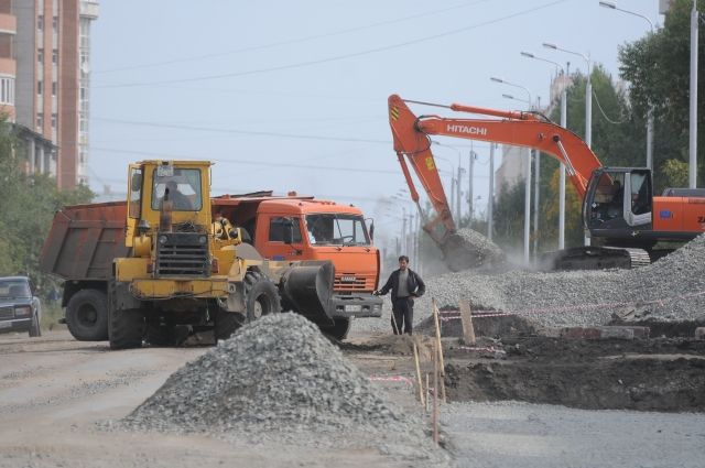 В Новосибирске строят дорогу.