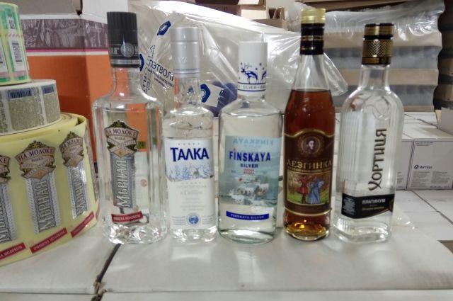 По Федеральному закону продажа алкоголя осуществляется до 23 часов