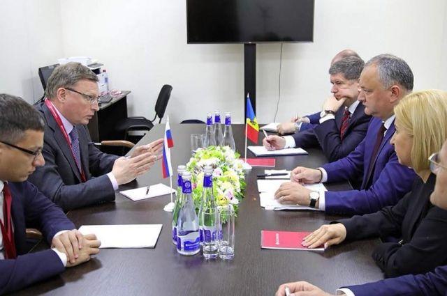 Глава Омской Области и президент Молдовы встретились в рамках экономического форума.