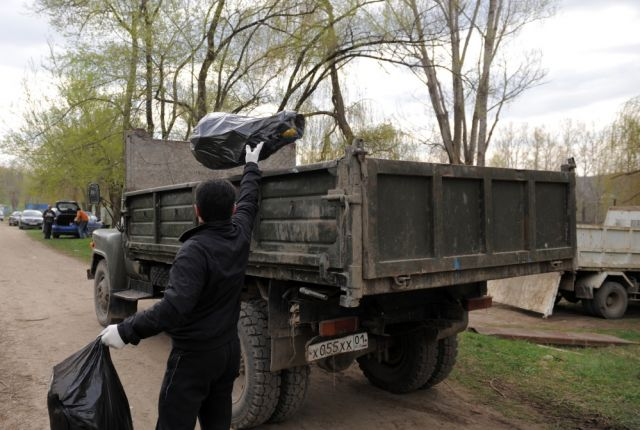 Акция по уборке мусора прошла в Нефтеюганске