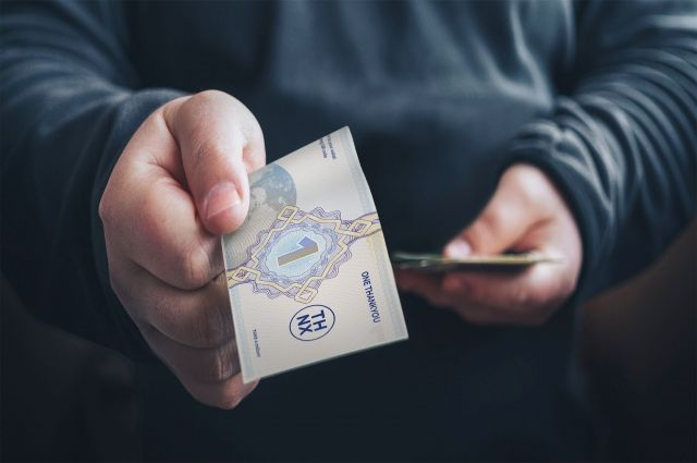 Покупать за биткоины что-либо в России запрещено.