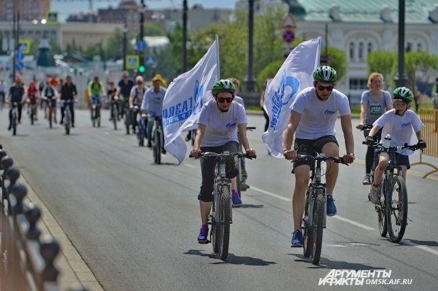 Омичи всегда участвуют в велосостязаниях.