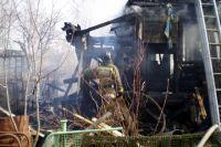 Летом пожарная команда порой не успевает вернуться в часть - её вызывают на новое ЧП.