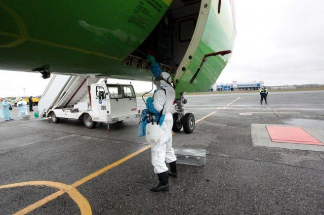 Опасного больного искали в самолете.