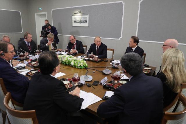 Путин призвал оставить обсуждение вокруг дела Скрипаля
