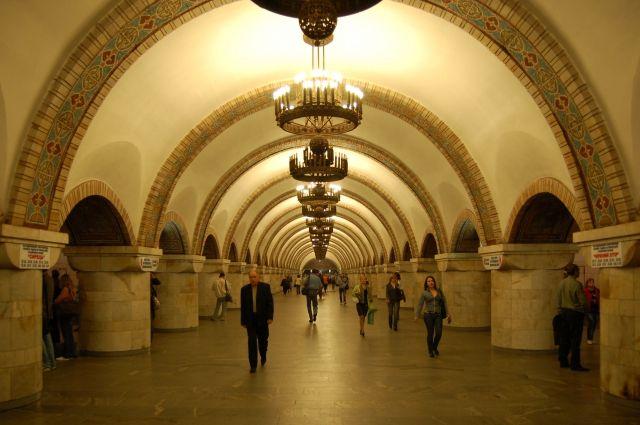 Полиции Киева сообщили о возможном взрыве в метро: пять станций закрыто
