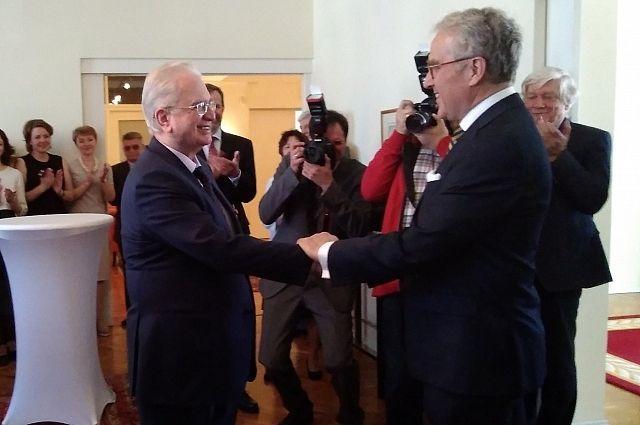 Пиотровскому вручили офицерский крест ордена «За заслуги перед Федеративной Республикой Германия».