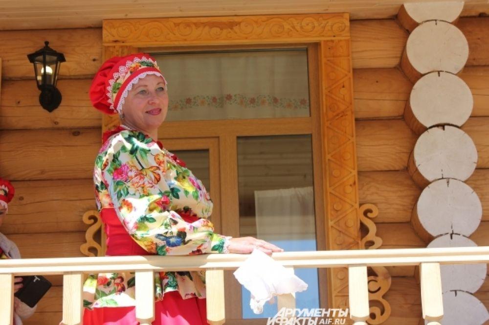 Лучшим местом для фотосессий стало вновь открывшееся русское подворье, куда перехал музей «Каравона».