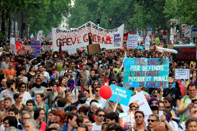 Встолице франции задержали десятки протестующих против Макрона