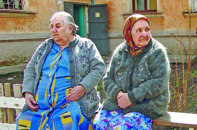 Пожилые люди часто позволяют мошенникам и аферистам обмануть себя.