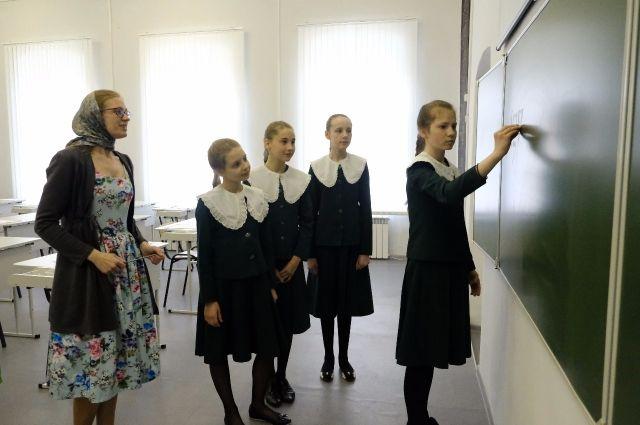 Искусству каллиграфии учат в Бийской православной гимназии