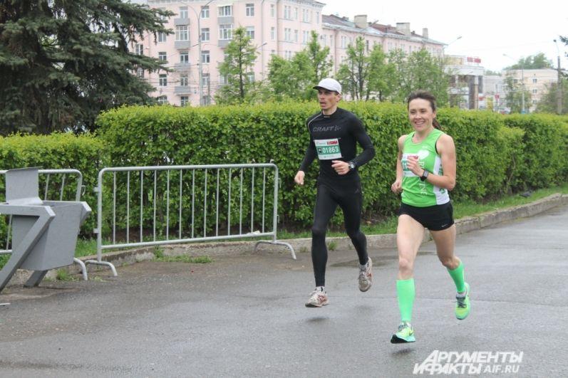 Старт для женщин и мужчин, а также для бегунов на 4 и 10 км - общий.
