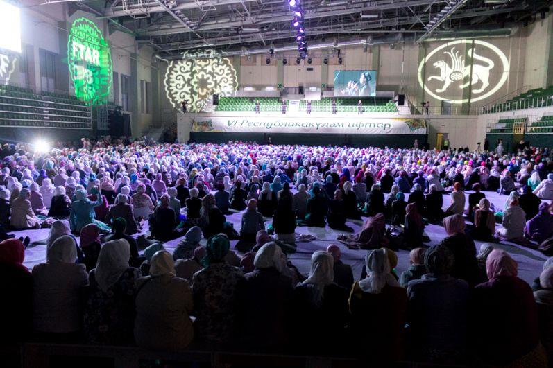 Всего на мероприятие из районов РТ приехали свыше 4 тысяч мусульманок.