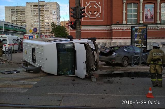 Сейчас виновный в ДТП водитель госпитализирован.