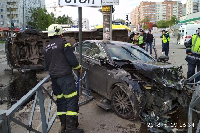 Авария произошла около шести часов утра.
