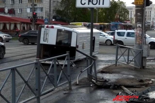 В Министерстве здравоохранения Пермского края сообщили, что в аварии пострадал ещё один человек, но он от госпитализации отказался.