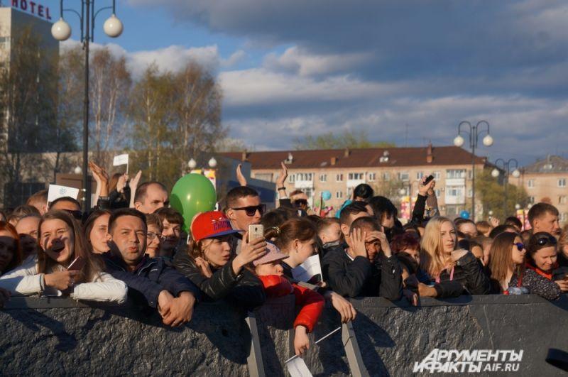 Многие зрители снимали концерт на видео и выкладывали в Интернет.