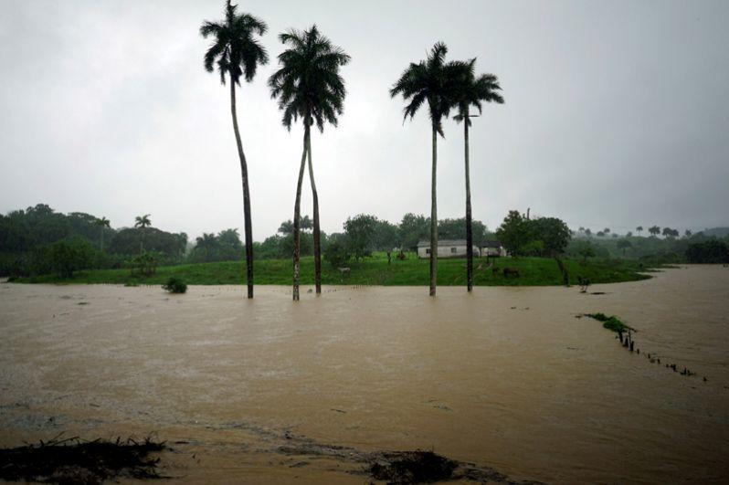 Последствия шторма в Баия Онда на Кубе.