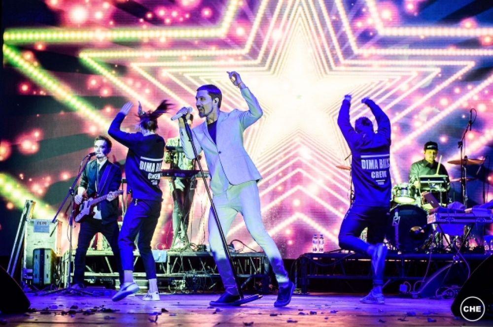 Перед собравшимися выступил один из самых популярных российских исполнителей Дима Билан.