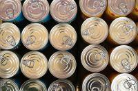 На социальный склад принимают консервы, крупы и макароны.
