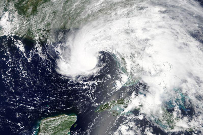 Снимок шторма из космоса, сделанный специалистами NASA.