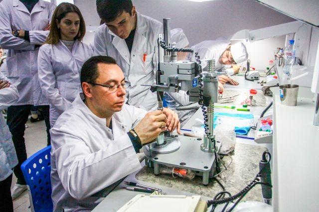 В колледже преподают 11 кандидатов наук и 30 преподавателей первой и высшей квалификационных категорий.