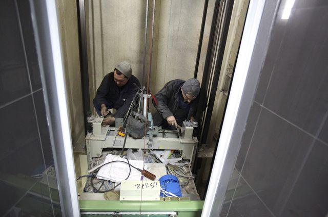Лифт починят быстро, если сообщить о поломке в Мосжилинспекцию.