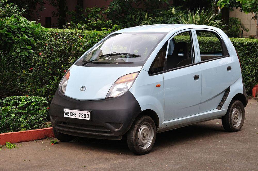 Tata Nano. Индийская Tata Nano названа критиками самой неказистой машиной Азии, но на своей родине в Индии она расходится, как горячие пирожки с 2009 года. За этими колясками выстраиваются многомесячные очереди. Ее стоимость в пару тысяч евро является главным преимуществом перед конкурентами. Однако машина на дороге опасна. Краш-тесты по методике NCAP она провалила и заработала 0 баллов.