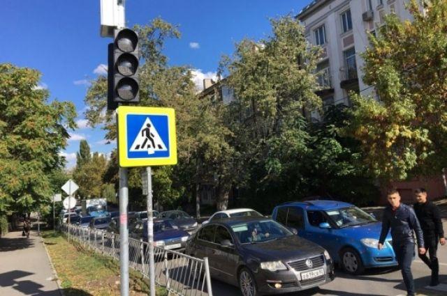 В Омске отрегулируют светофоры в преддверии летних школьных каникул.
