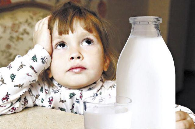 Общественник активно борется в Красноярске с молочным фальсификатом.