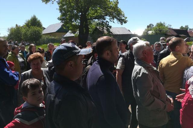 Жители поселка Нагорный просят не сносить их дома из-за дороги, а также не вырубать лес.