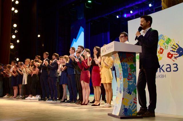 Зрителям показали дагестанскую свадьбу, узбекских пикаперов, кавказское гостеприимство и умение договариваться.