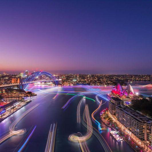 В 2017-ом Сидней в эти дни посетили более 2 миллионов человек.