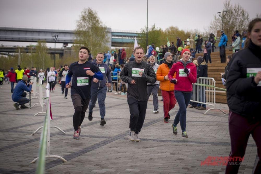 Принять участие в забеге пожелали многие добровольцы.