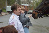 На площадке перед «Ареной» прошла выставка полицейской спецтехники и фотосессия с лошадьми и служебно-розыскными собаками.