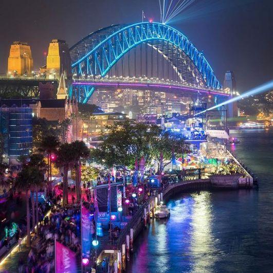 В прошлом году световые шоу пересмотрели 2,33 миллиона человек, а по информации Destination NSW в местной экономике прибавилось 143 миллиона долларов.