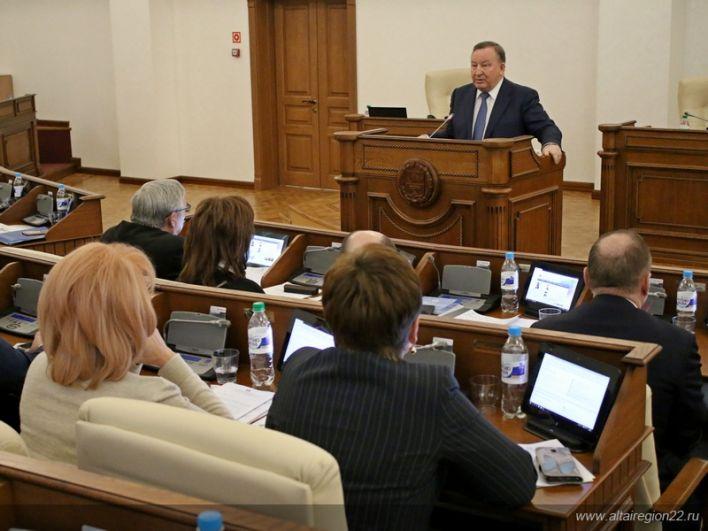 Губернатор Александр Карлин на сессии АКЗС.