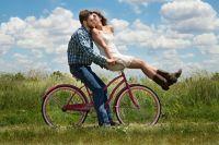 Кататься на велосипеде нужно с осторожностью.