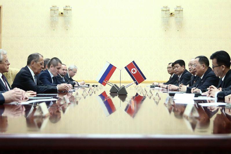 Переговоры Сергея Лаврова с министром иностранных дел КНДР Ли Ён Хо.