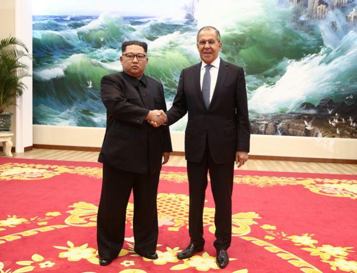 Министр иностранных дел РФ Сергей Лавров и глава КНДР Ким Чен Ын на встрече в Пхеньяне.