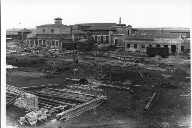1931 год - идёт строительство литейного цеха опытного завода.