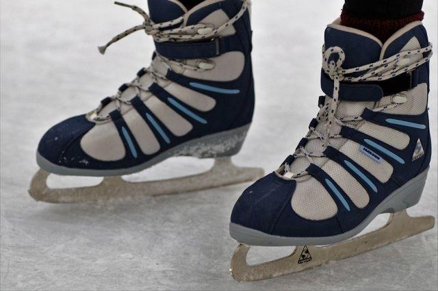 Кататься на таком катке можно на обычных коньках. Выход на лёд со своими коньками бесплатный.