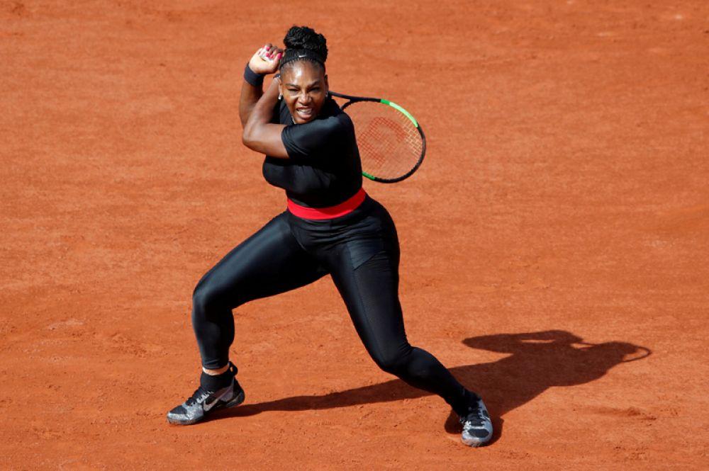 Серена Уильямс играет против Кристины Плишковой в первом раунде Открытого чемпионата Франции по теннису «Ролан Гаррос», Париж, Франция.