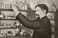 Климент Тимирязев - профессор Московского университета - на кафедре анатомии и физиологии растений. 1890-е гг.